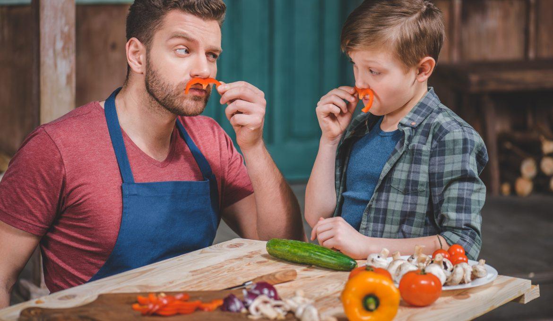 Nos trois raisons pour cuisiner avec son enfant.