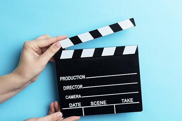 Découvrez nos séjours linguistiques encadrés en vidéo !