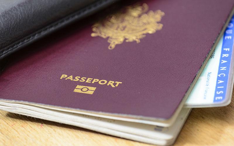Passeport ou carte d'identité ?